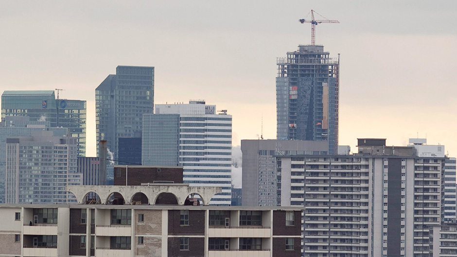 Unsold condos in Toronto not a sign of bubble about to pop: economist