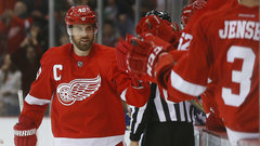 NHL: Maple Leafs 2, Red Wings 4