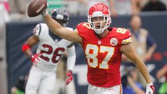 Travis Kelce a top-5 TE in Week 12 fantasy