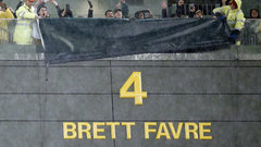 Ford Must See: Packers retire Favre's No. 4 at Lambeau
