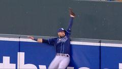 Must See: Kiermaier's incredible catch robs Machado of homer