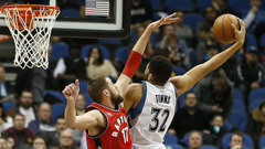 Towns' career night fuels Twolves
