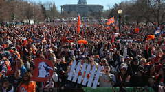 Hundreds of thousands cheer Broncos' Super Bowl victory