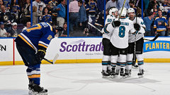 Pavelski shines to help push Blues to the brink