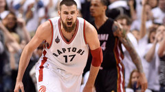 Valanciunas carries Raptors past Heat