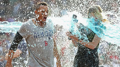 Must See: Reporter gets drenched with Powerade