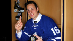 Matthews signs with Maple Leafs