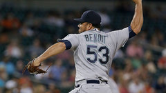Jays acquire Benoit from Mariners